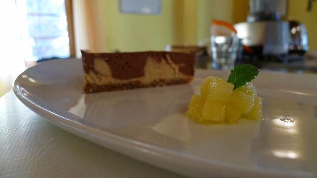 Cheese Cacke cruda senza formaggio e senza uova con ananas e cioccolato