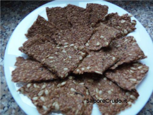 Raw Crackers di semi di lino e semi di girasole.
