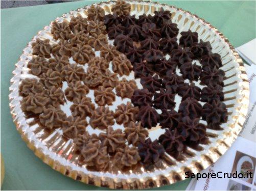 Biscotti Raw alla Cannella e al Cacao in Prato della Valle a Padova.