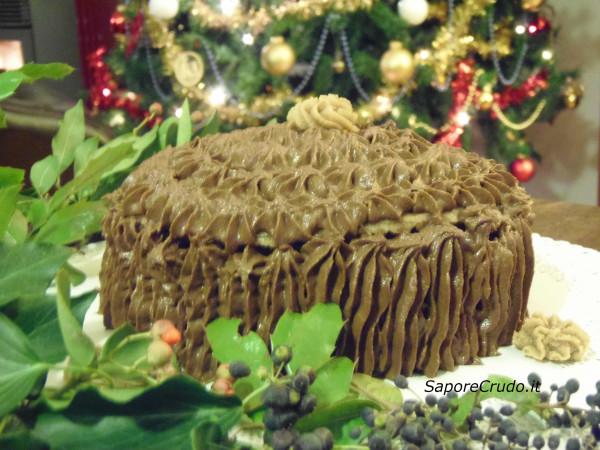 Panettone raw al cioccolato per un Natale crudista vegano